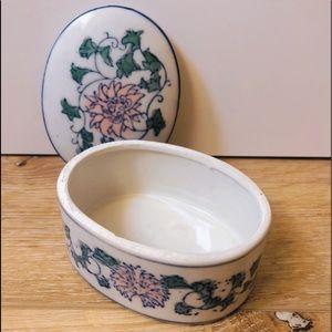 Jewelry - Vintage porcelain jewelry box